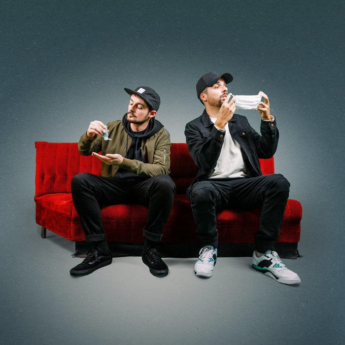 Entre new roots et sons californiens, Jahneration a créé un new reggae branché sur leurs racines rock et hip hop. Une musique généreuse et festive