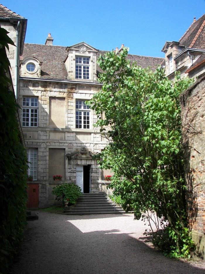 Journées du patrimoine 2020 - La cour de l'hôtel de Morey