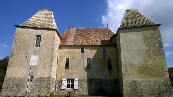 Journées du patrimoine 2020 - Découvrez les extérieurs d'une maison forte de Morteau, datée du XVe siècle.