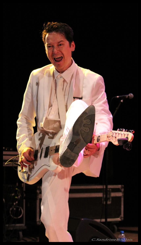 Mr Tchang est un phénomène, virtuose de la guitare
