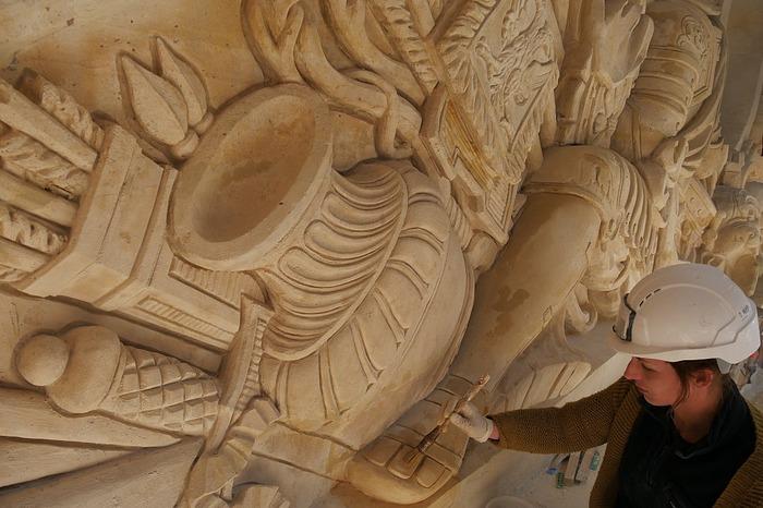 Journées du patrimoine 2018 - Découverte du métier de tailleur de pierre dans le cadre de la restauration des façades de la cour d'honneur