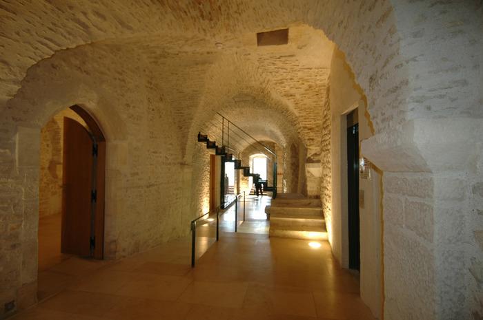 Crédits image : Musée Zervos, espaces voûtés.