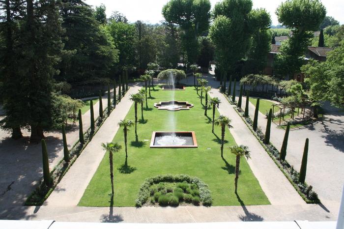 Allianz zwischen Architektur, Design und Natur in der Mitte des ...