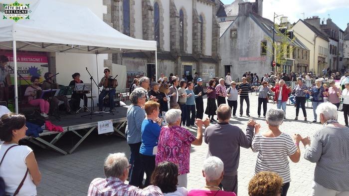 Fest-deiz, jeux bretons et chants pour entrer dans la danse !
