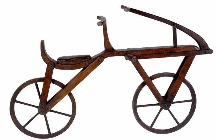 Crédits image : Draisienne artisanale.musée d'Art et d'Industrie de Saint-Etienne