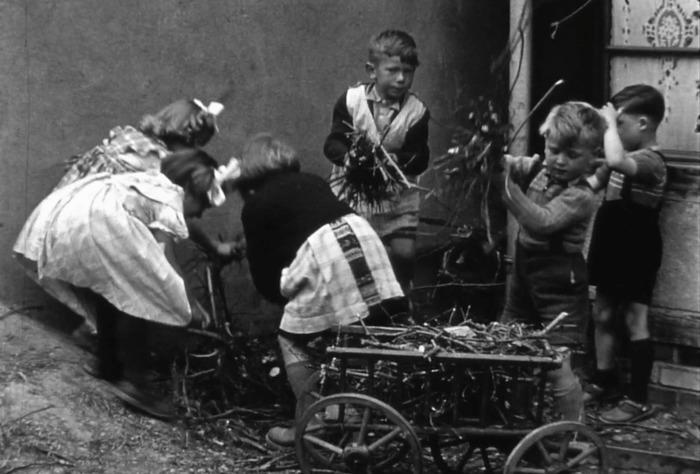 Crédits image : Écoliers colmariens vers 1940 © MIRA