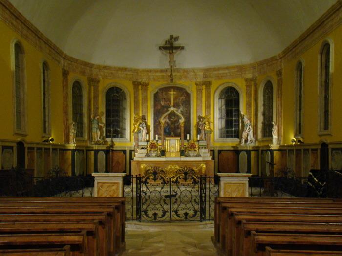 Journées du patrimoine 2018 - Exposition des habits sacerdotaux et objet de culte dans l'église St Cyr et Ste Julitte