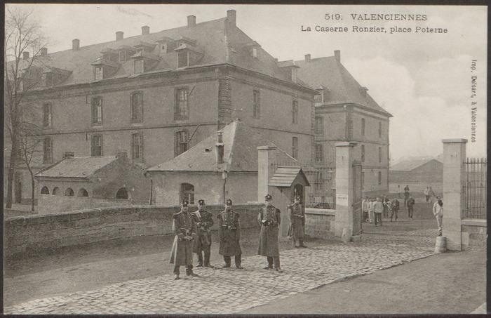 Crédits image : Valenciennes. La caserne Ronzier, place Poterne. Fonds Alexis Mathieu. Legs Jean Vanhove (2006), Archives municipales de Valenciennes. Cote 22Z 88 038