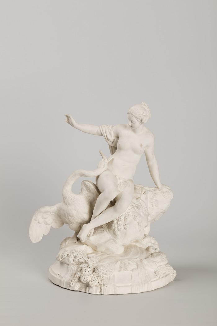Installé dans les anciens bains-douches municipaux de style Art déco, le musée de la Céramique et de l'Ivoire de Commercy présente l'une des plus remarquables collections françaises d'ivoires du XVIIe au XIXe siècles ainsi qu'un ensemble de faïences et de porcelaines des XVIIIe et XIXe siècles.