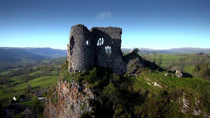 Journées du patrimoine 2018 - Chasse au trésor pour les enfants autour du château d'Apchon.