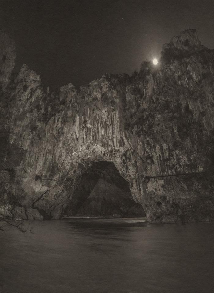 Crédits image : Raphaël Dallaporta Chauvet – Pont d'Arc © Raphaël Dallaporta