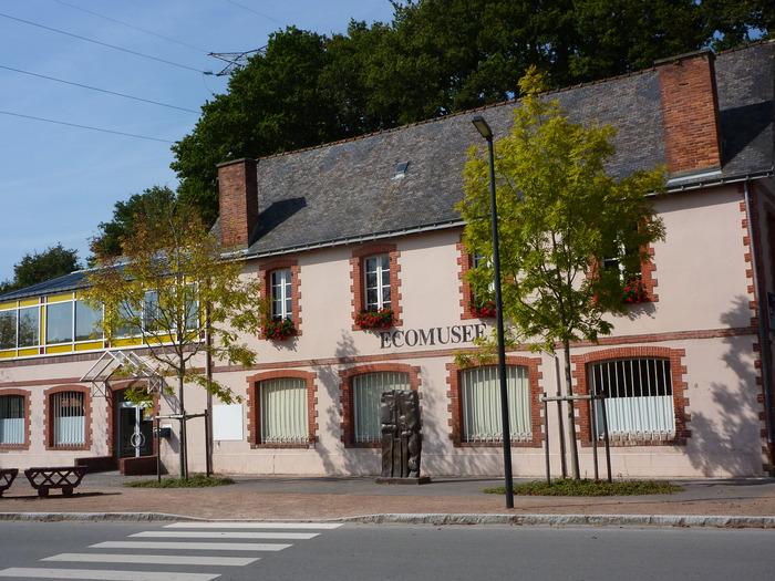 Journées du patrimoine 2018 - Circuit commenté sur une partie de l'ancien site industriel des Forges d'Hennebont - Inzinzac-Lochrist.