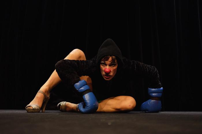 Clown, acrobatie et théâtre
