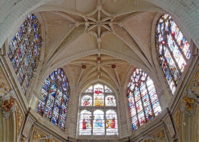 Crédits image : église Saint-Nizier, vitraux du choeur - Photographie : Mr Fourrier