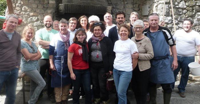 Journées du patrimoine 2018 - Cuisson pains et tartes dans le four banal de Furonnières à l'occasion de la fête du pain.