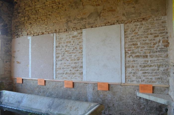 Journées du patrimoine 2018 - Découverte de bandes témoins de joints et d'enduits à la chaux dans le lavoir du bourg de Saint-Clément-sur-Guye