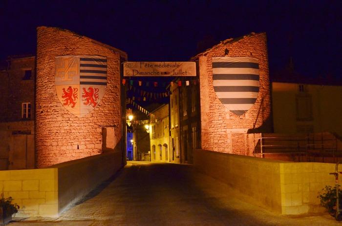 Journées du patrimoine 2018 - Découverte de la porte fortifiée de la Haute-ville, XV-XVIIe siècles, suivie d'un petit parcours au coeur de la cité médiévale