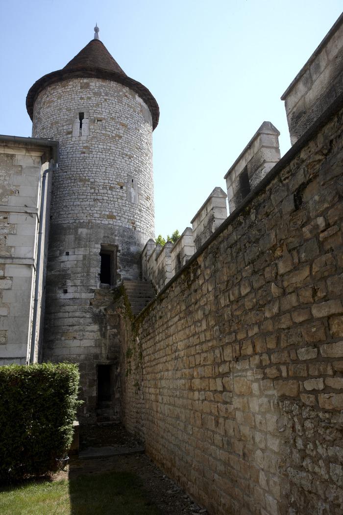 Crédits image : La tour des Prisons. Archives départementales de l'Yonne. Photo Xavier Morize