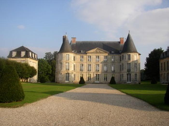 Crédits image : Association Les Amis du Château d'Hénonville