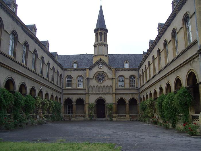 Crédits image : Chapelle Sainte-Constance et cloître - (c) Wikimedia Commons - Quentinv57