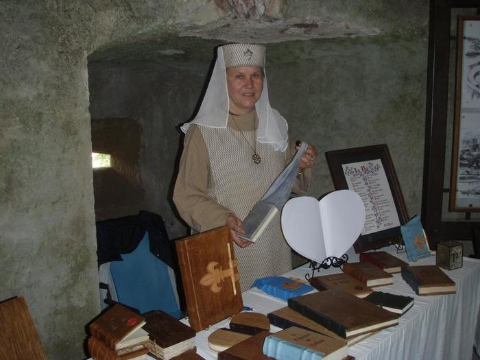 Journées du patrimoine 2018 - Démonstration de reliure, calligraphie et travail du cuir par le Scriptorium d'Haienges