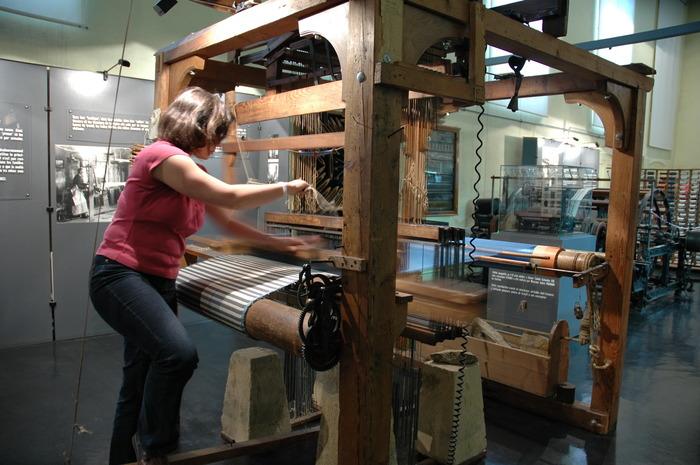 Journées du patrimoine 2018 - Démonstrations de tissage au musée de la soierie.