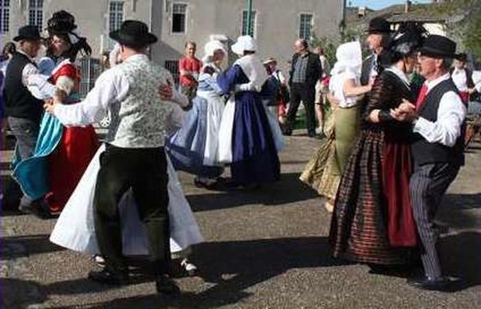 Journées du patrimoine 2018 - Démonstration par le groupe du Costume Tournugeois