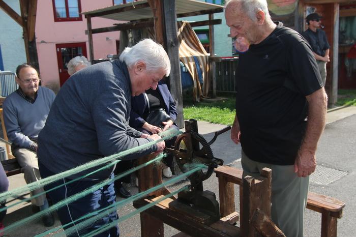 Journées du patrimoine 2018 - Démonstration de cordage à partir de filets.