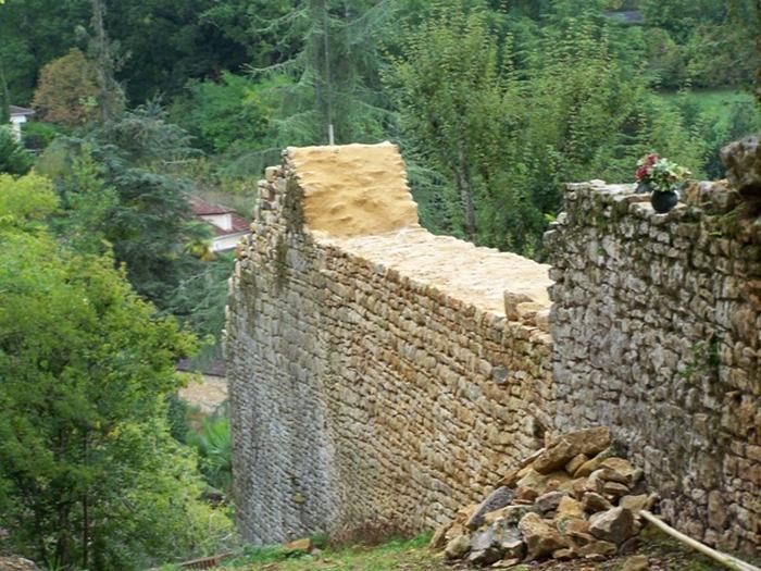 Crédits image : Les remparts de Duravel.