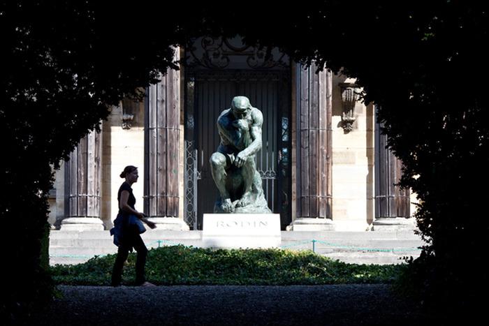 Crédits image : Le Penseur, sur la tombe de Rodin dans le jardin de Meudon, crédit agence photo du musée Rodin ph. A Berg
