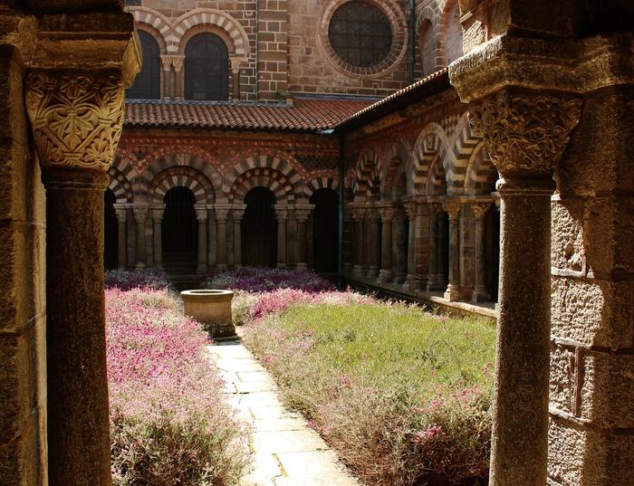 Journées du patrimoine 2018 - Visite libre du cloître de la cathédrale du Puy-en-Velay.
