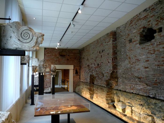 Journées du patrimoine 2017 - Visite libre de l'espace muséographique G. Baccrabère, rempart gallo-romain, fresque Marcel Lenoir.