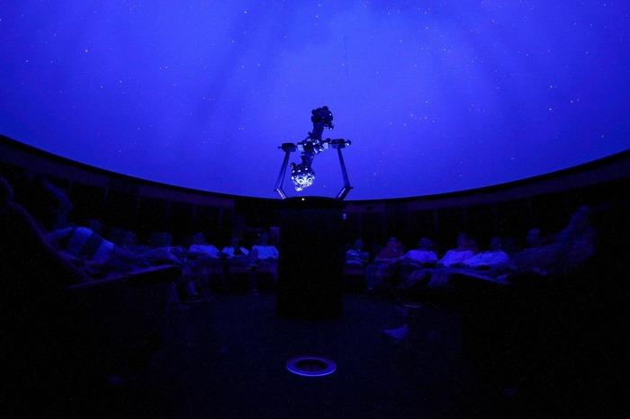 Crédits image : Sous la coupole du Planétarium - S.Beaucourt-Planetarium