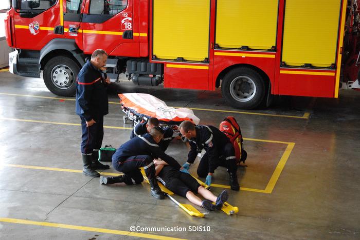 Crédits image : Manoeuvre de secours à personnes - Photographie : Communication SDIS10