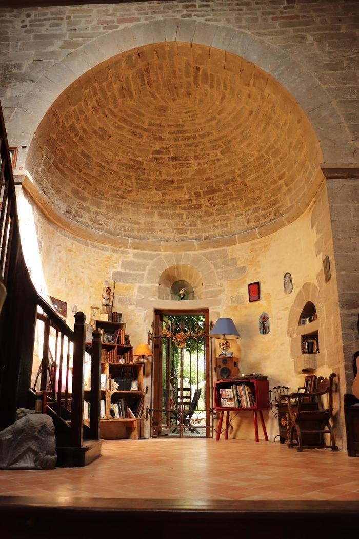 Journées du patrimoine 2018 - Exposition de céramique contemporaine dans une chapelle du XIème siècle
