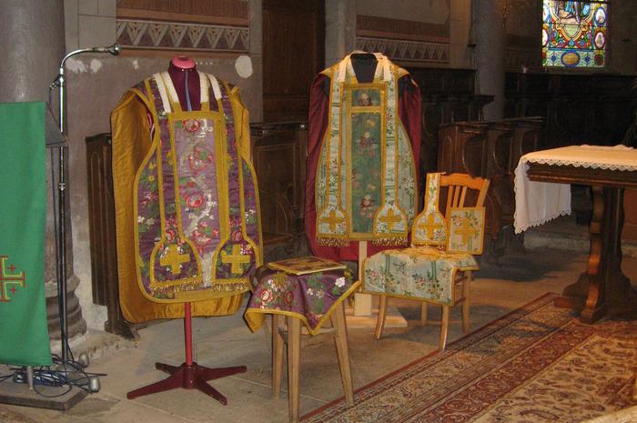 Journées du patrimoine 2018 - Exposition de chasubles et bannières religieuses