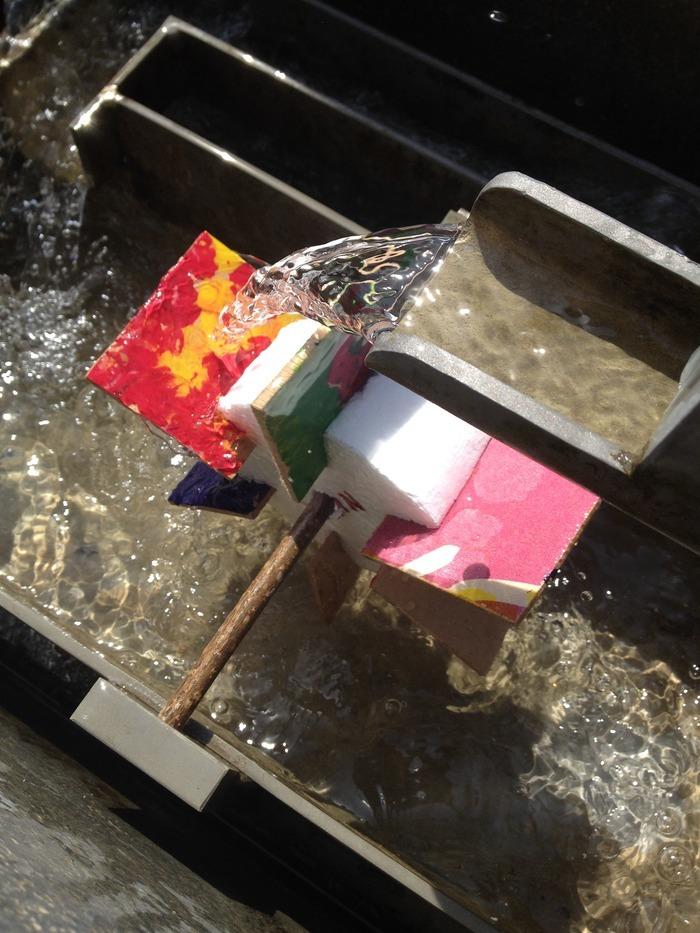 Journées du patrimoine 2020 - Fabrication de moulins à eau et test dans notre fontaine pédagogique.