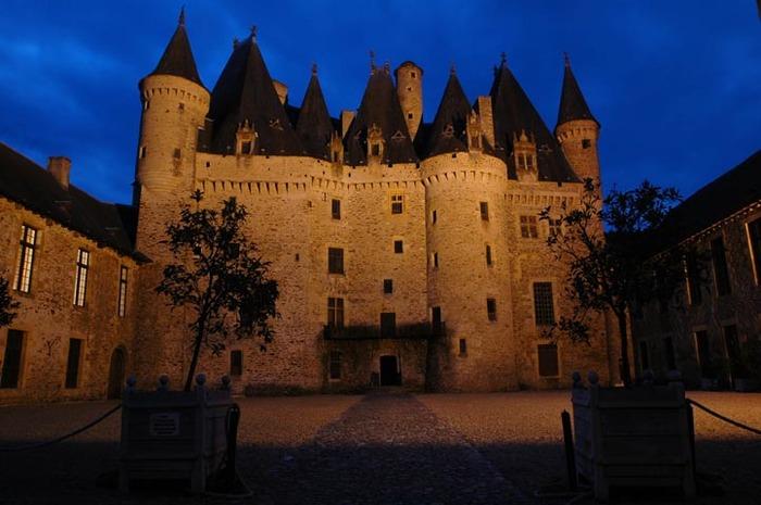 Journées du patrimoine 2018 - Visites guidées du château avec accès autonome aux jardins, soirée du 15 avec dîner gourmet et visite nocturne