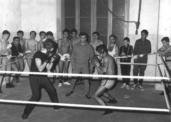 Crédits image : Jeunes adhérents du Boxing-club de Valence à l'entraînement, 1965 (Arch. mun. Valence, 42 S NC).
