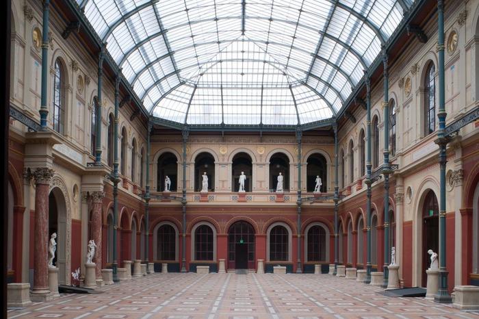 Crédits image : Cour vitrée du palais des études, Photographie : Béatrice Hatala