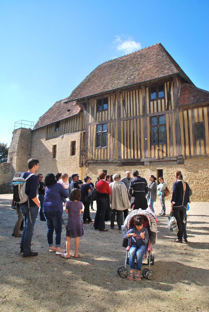 Journées du patrimoine 2017 - Conférence dans le théâtre de verdure par Thomas Guérin, archéologue ayant piloté le chantier de fouilles
