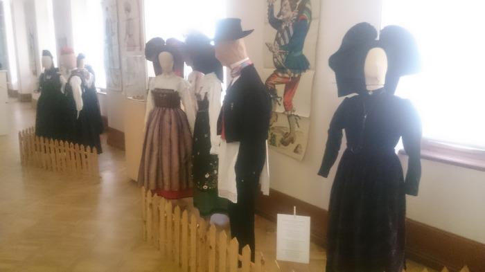 Crédits image : Costumes alsaciens du 19ème siècle du sud au nord de l'Alsace - (c) Musée du château des Rohan