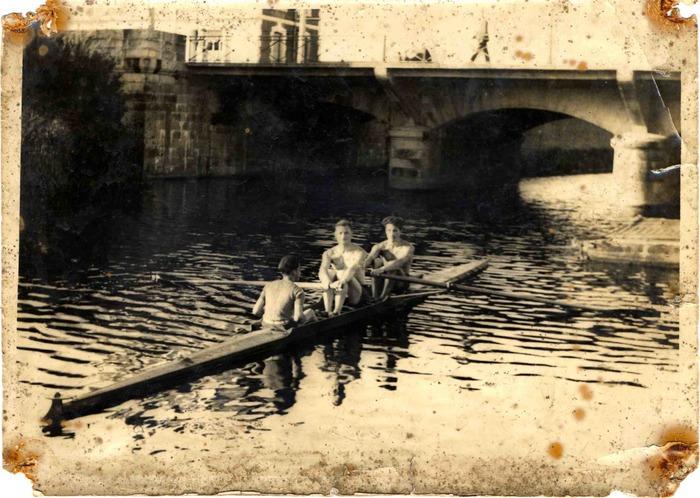 Crédits image : Séance d'entraînement pour les rameurs de la SRR, quai Saint-Cyr, [année1940]. Archives de Rennes, 26Z89