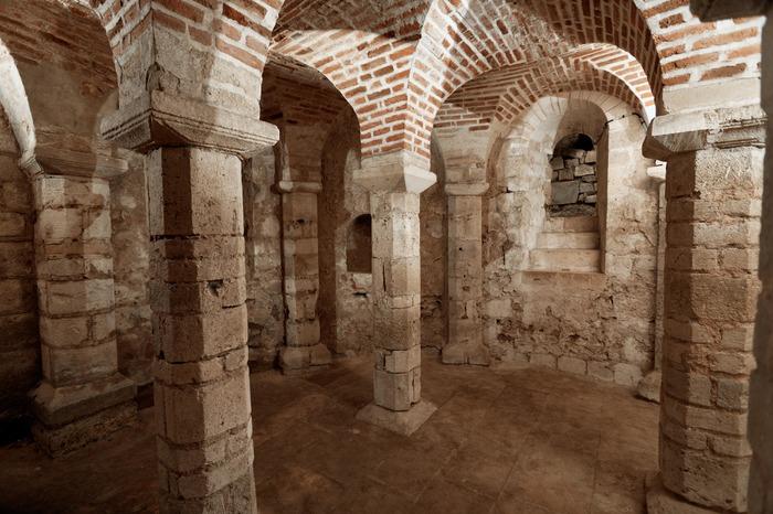 Visite des cryptes du 11e siècle : Saint-Aignan et Saint-Avit.