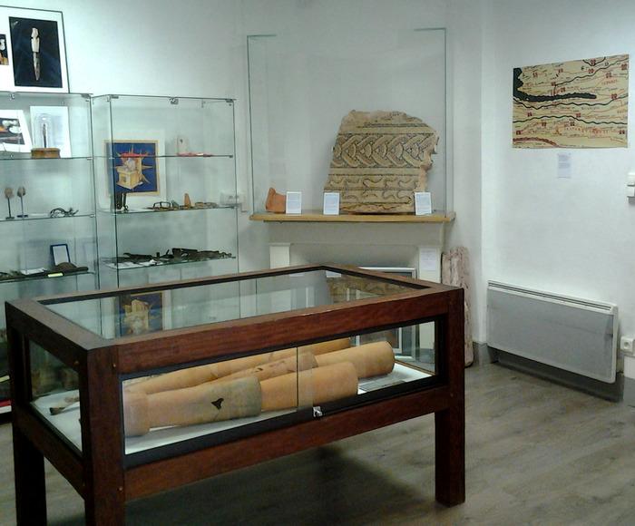 Crédits image : La salle principale avec un fragment d'une mosaïque.