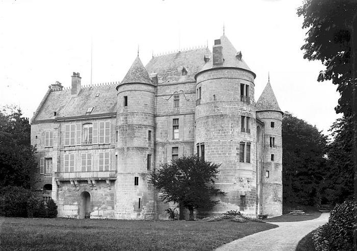 Crédits image : Association des amis du château de Montataire