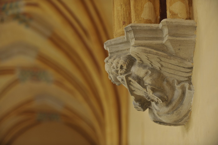 Crédits image :  Galerie du cloître, détail. Photo: musée Antoine Vivenel, Compiègne