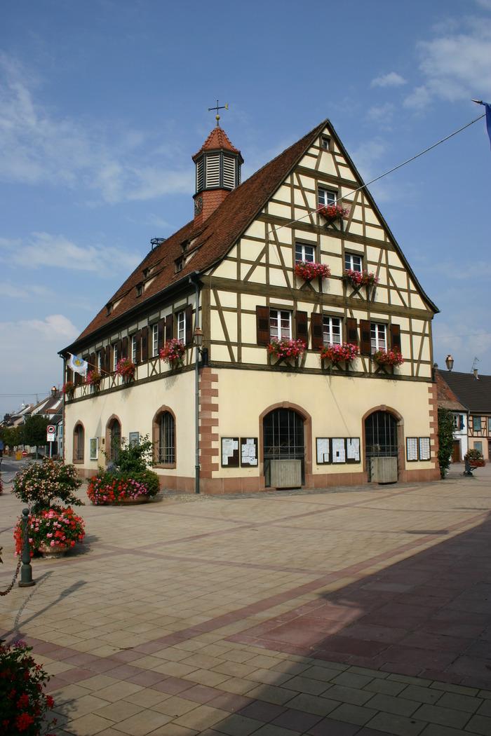 Crédits image : Ville de Bischwiller - Vue extérieure du musée de la Laub, place de la Mairie, prise depuis la rue du Général Rampont.