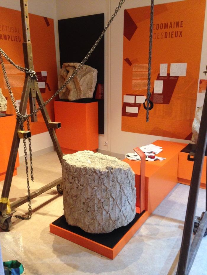 Crédits image :  Installation des nouvelles salles Champlieu, photo: Musée Antoine Vivenel, Compiègne