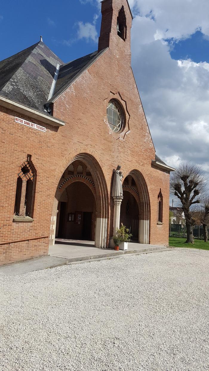 Crédits image : Façade de l'église Notre-Dame-des-Trévois - Photographie : Arnaud de Charrin